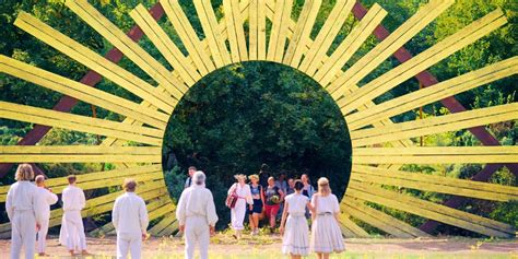 Midsommar: Why The Movie Was Almost Rated NC-17   Screen Rant