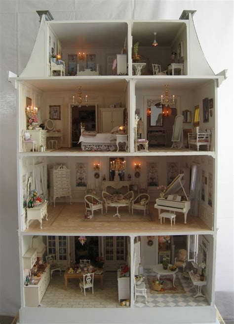 """""""La Petite Maison,"""" A Dollhouse Five Years in the Making"""