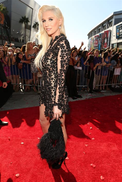 Kesha Measurements Height and Weight